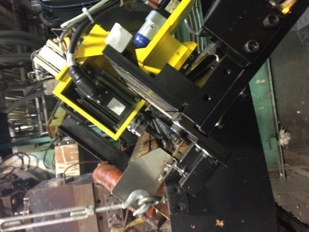 Servo controllers, motors and Modbus solved a die adjustment problem on this extrusion machine.